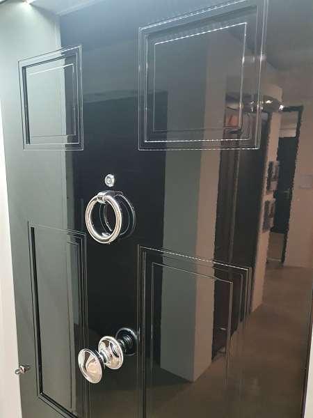 F902-Classic-black-gloos-door